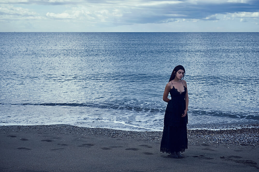 ursula schmitz, destination portrait, destination photography, dream shoot, portrait, italy, beach, paestum, fine art