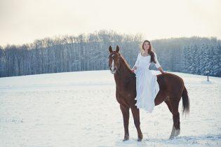 ursula schmitz, portrait, photography, vienna, austria, destination, winter, snow, wonderland, sunshine, early morning, horse, girl, beauty
