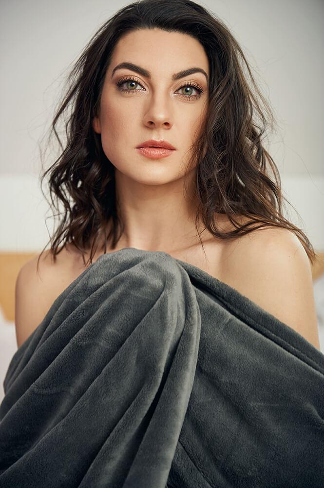 sophia grabner, actress, homephotoshoot, portraitphotography, vienna, austria, headshots, personal branding, ursula schmitz