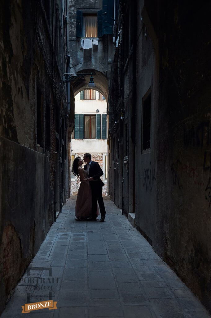 couple, love, wedding, engagement, kiss, venice, italy, ursula schmitz, romance, anniversary, portrait