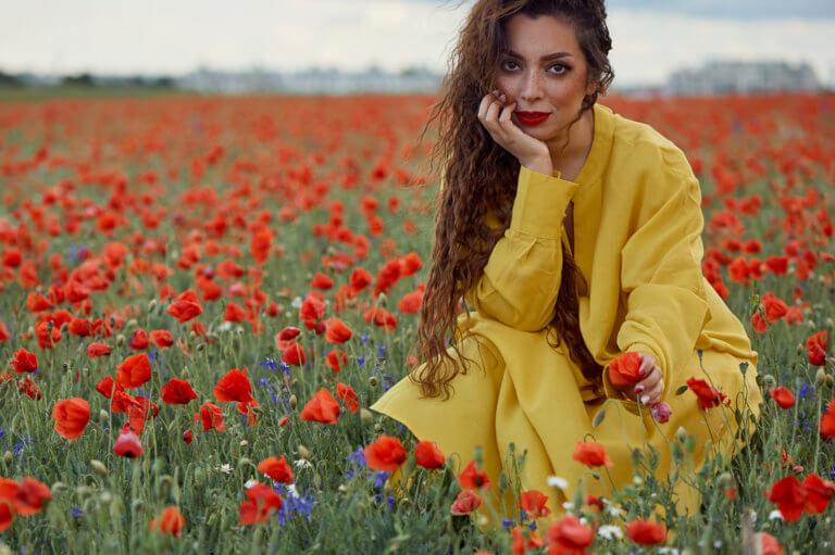 Wenn im Frühling wieder alle Felder ganz rot werden und die Mohnblumen wieder blühen, ein Fotoshoot mit Mohnblumen.
